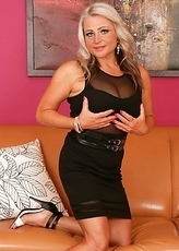 Hot blonde MILF feeling a bit naughty